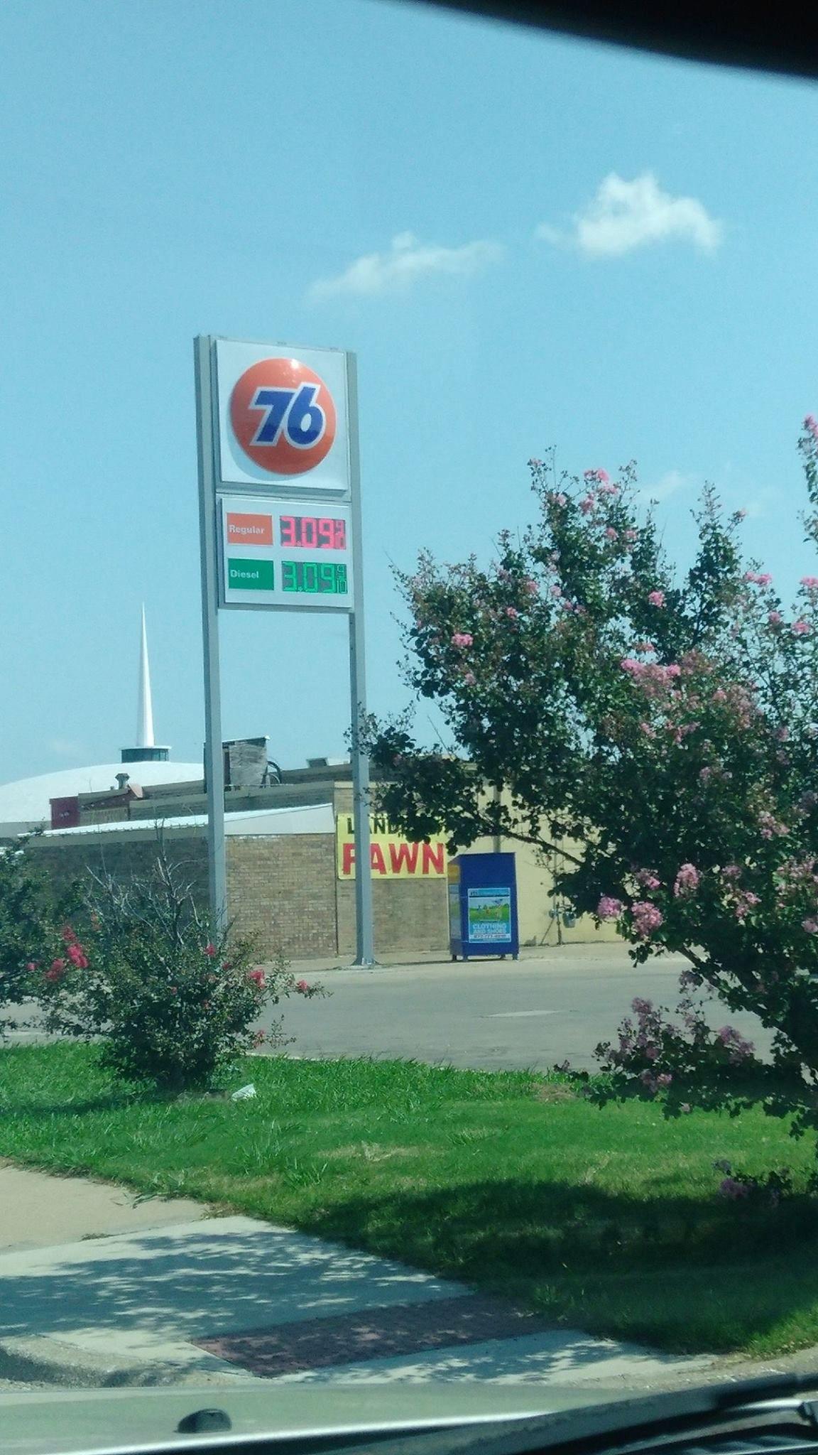 Gasolinera en Garland. Foto tomada de Facebook.
