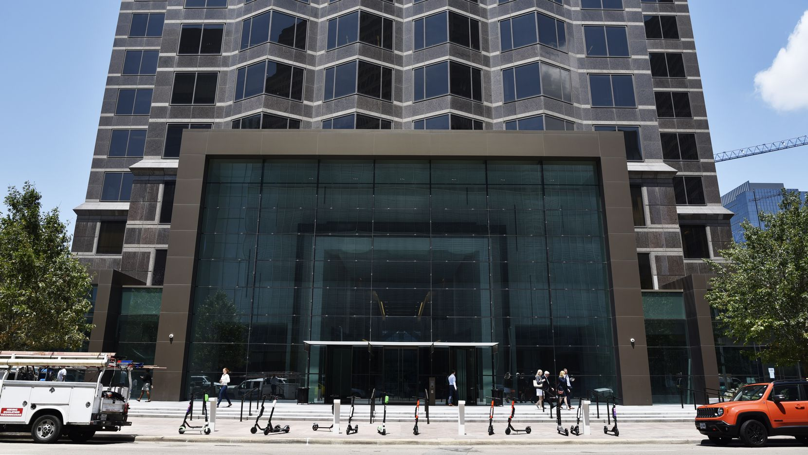 Orix USA is moving hundreds of workers to downtown Dallas' newly remodeled Trammell Crow Center on Ross Avenue.