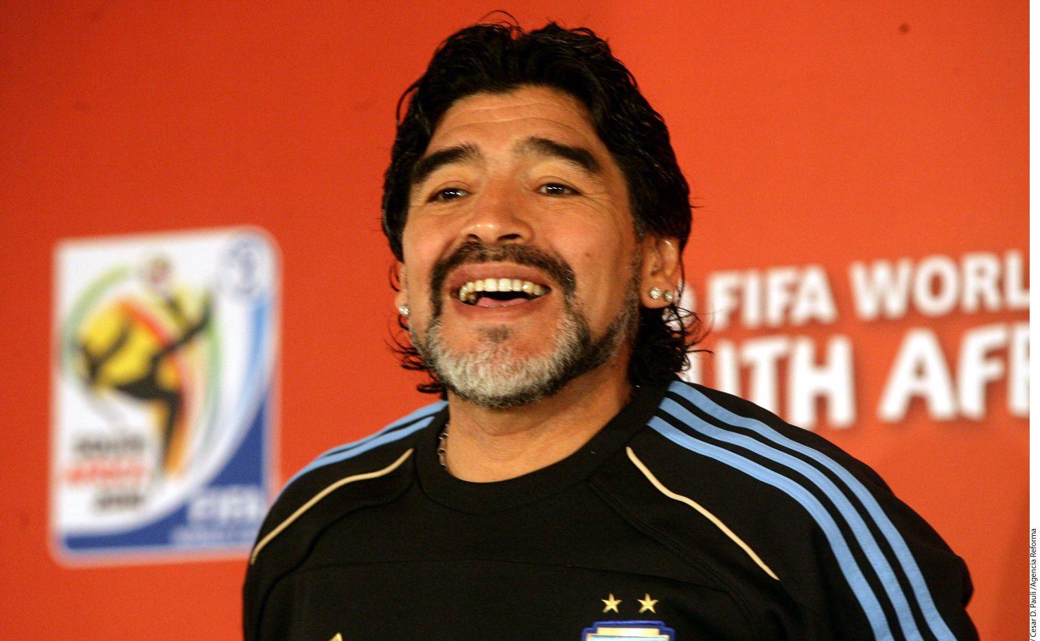 Diego Armando Maradona respondió a la pregunta de Pele sobre si conocía a Messi. / AP