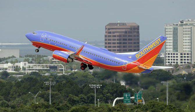 La aerolínea de Dallas Southwest Airlines planea ampliar sus vuelos a México desde el aeropuerto internacional de Houston. (AP/CHRIS O'MEARA)