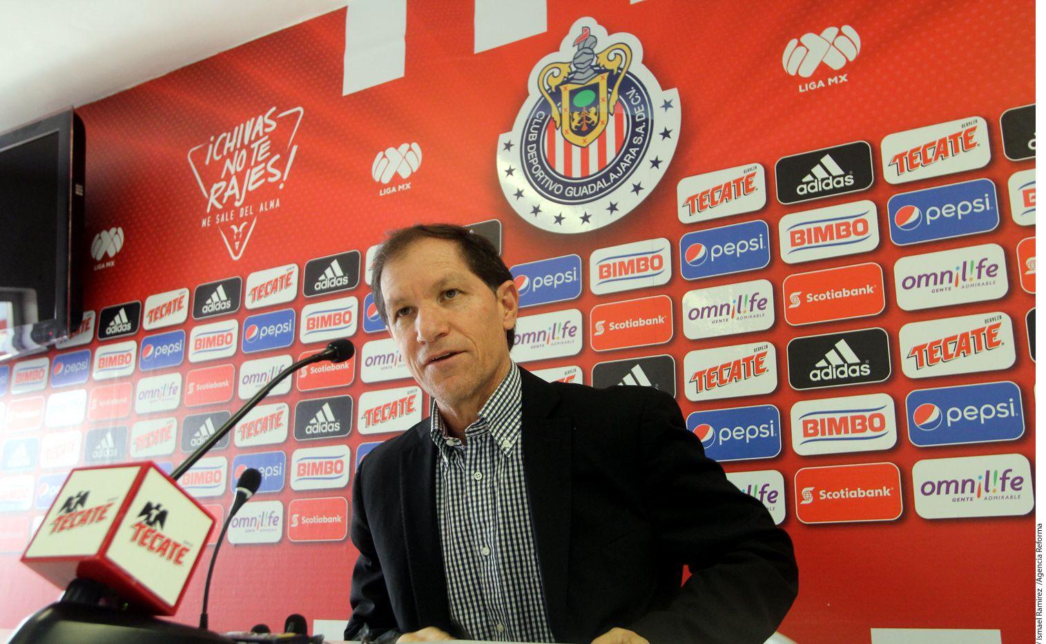 En su cuenta de Twitter, el Club Guadalajara publicó un comunicado en el que hizo oficial la salida de Jaime Ordiales. Foto AGENCIA REFORMA