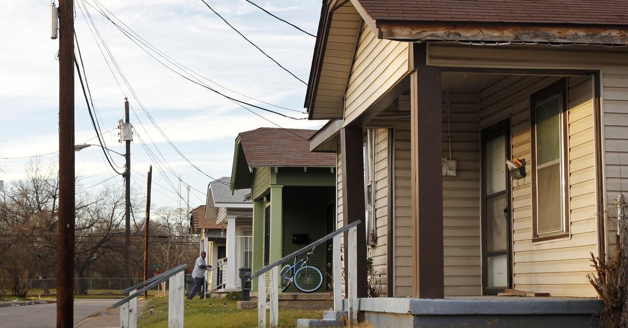 Inmigrantes indocumentados pueden adquirir vivienda con el número ITIN. el 34% de la población indocumentada en Dallas es propietaria.  Foto: MICHAEL AINSWORTH/DMN