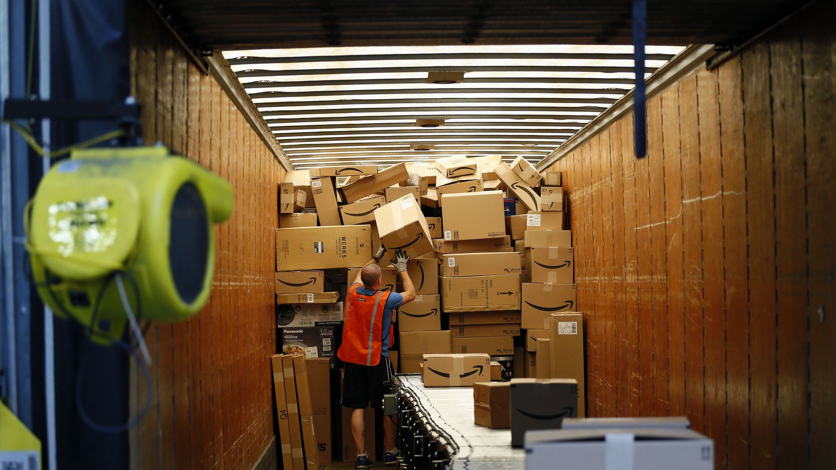 Centro de distribución de Amazon en Texas. (Nathan Hunsinger/DMN)