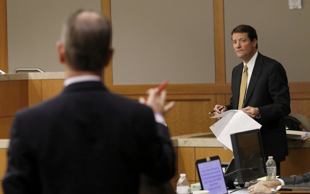Bill Mateja, attorney for Texas Attorney General Ken Paxton, right, argues with special prosecutor Brian Wice during a pre-trial motion hearing at the Collin County Courthouse on Tuesday, Dec. 1, 2015, in McKinney, Texas. (Jae S. Lee/The Dallas Morning News)