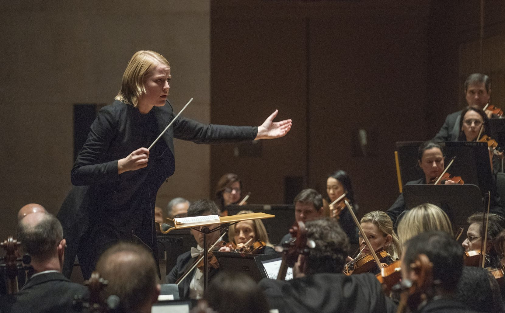 """Ruth Reinhardt conducts the Dallas Symphony Orchestra as they perform Paul Hindemith's """"Concert Music for Strings and Brass, Op. 50"""" in 2018."""