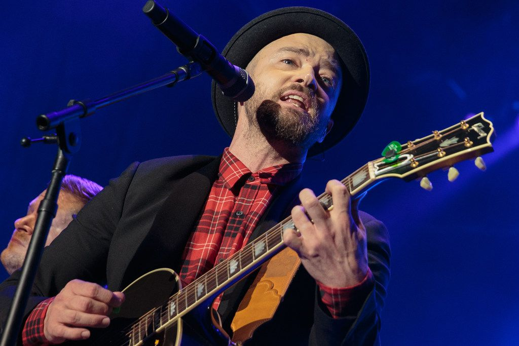 Justin Timberlake performs during the Formula 1 United States Grand Prix at Circuit of The Americas on October 21, 2017, in Austin, Texas. / AFP PHOTO / SUZANNE CORDEIRO