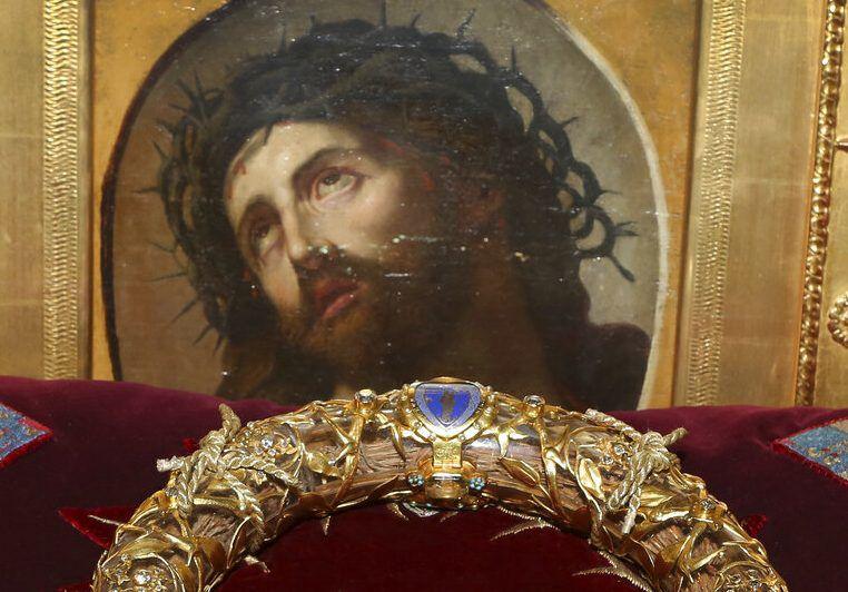 La Corona de Espinas, una reliquia que estaba en la Catedral de Notre Dame en París y que fue sacada antes de que sufriera daños después del incendio del lunes 15 de abril del 2019. Foto tomada el 21 de marzo del 2014. (AP Photo/Remy de la Mauviniere, File)