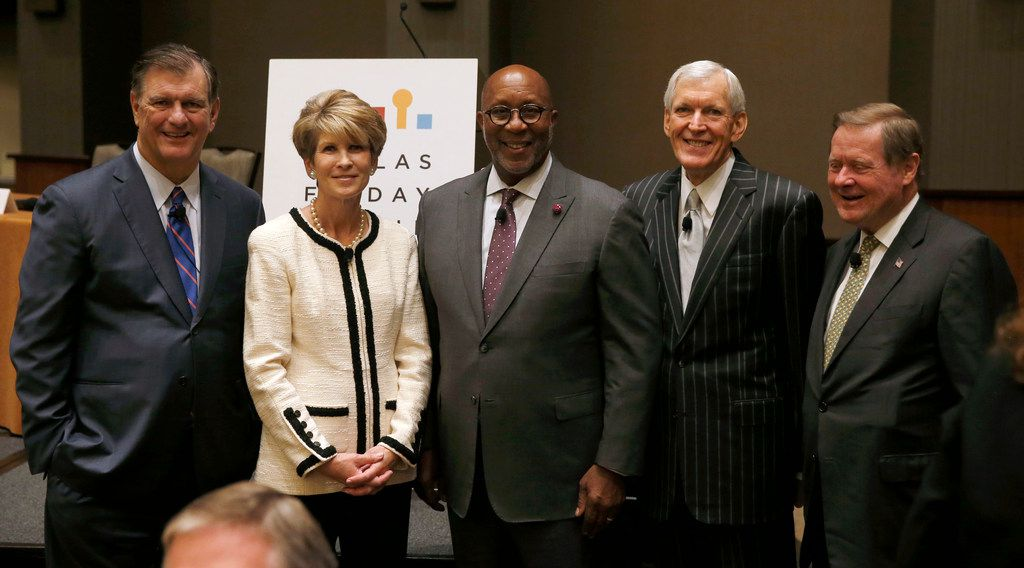 Dallas mayor Mike Rawlings stood with former Dallas mayors Laura Miller, Ron Kirk, Tom Leppert and Steve Bartlett before a panel held by the Dallas Friday Group at the Hyatt Regency in Dallas on Oct. 12, 2018.