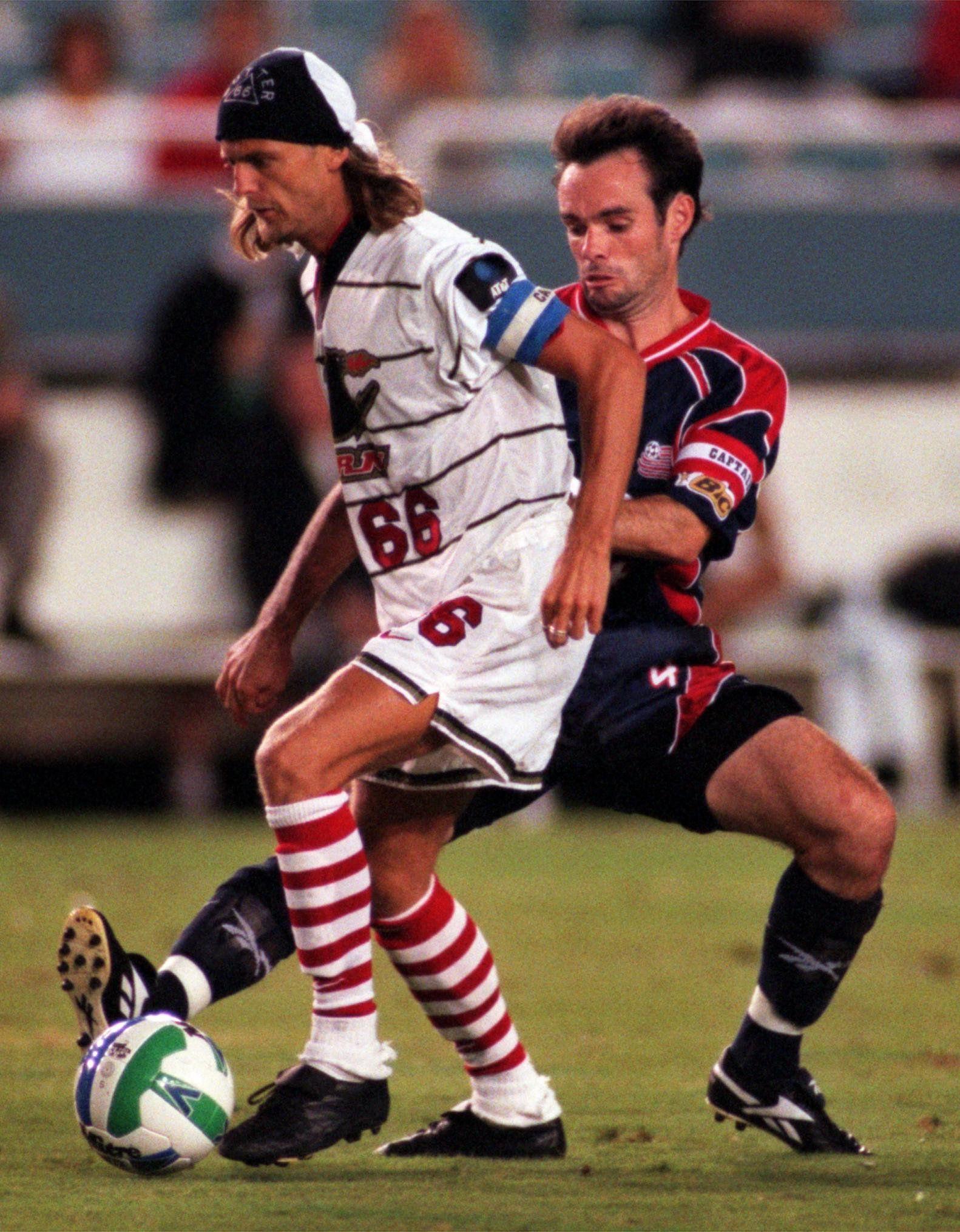 Alain Sutter (66) y el Dallas Burn se consagraron en 1997 en la US Open Cup. (NS_Sports)