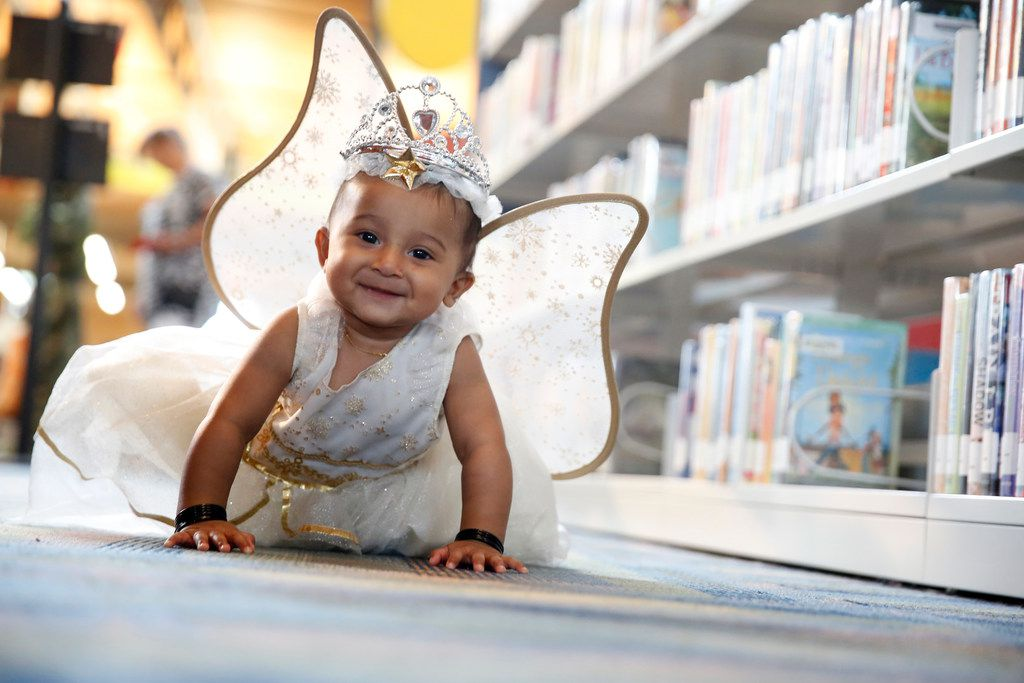 A young girl in costume at the Wylie Public Library. Photo by Nathan Hunsinger/Dallas Morning News.