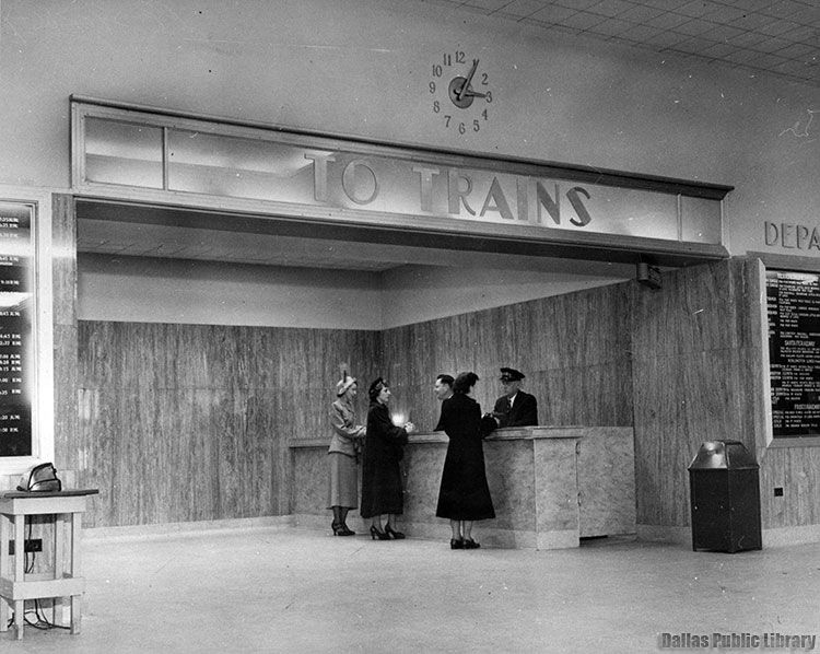 This is what the first-floor lobby looked like around 1940 ...