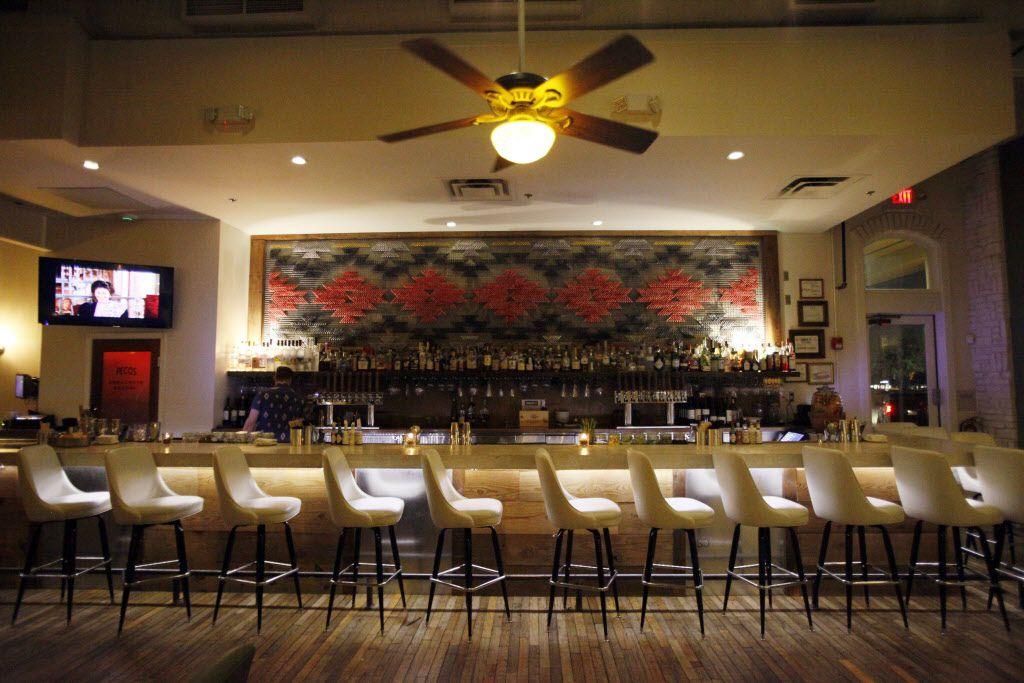 The bar at Smoke Plano