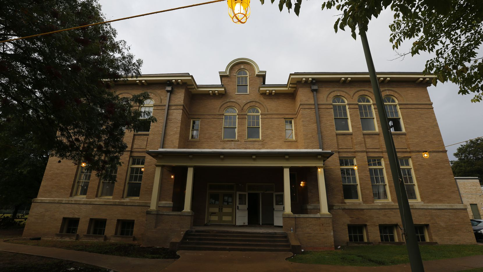 The old Davy Crockett School is being converted into in apartments in Dallas.