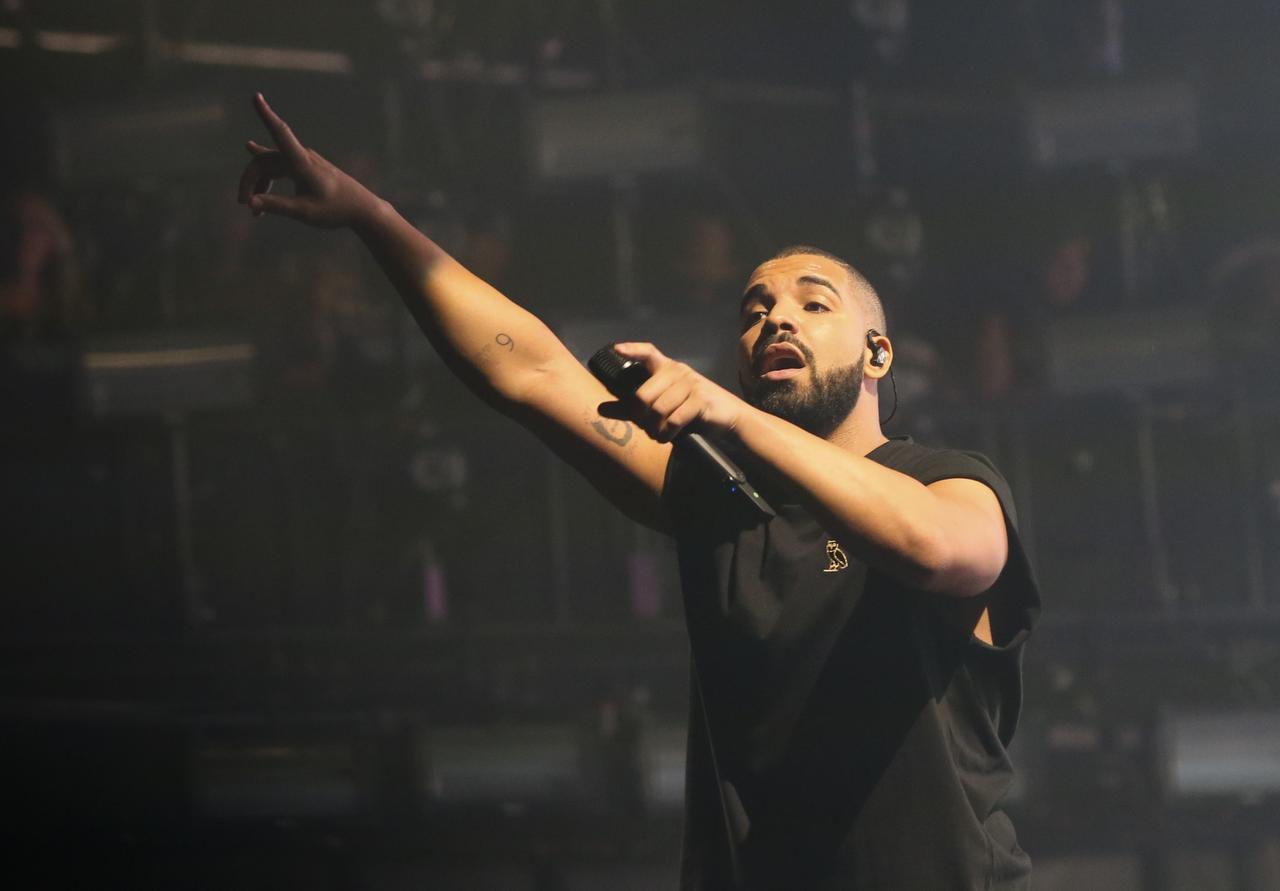 Drake tuvo 1,800 millones de reproducciones en Spotify este año. (AP/JACK PLUNKETT)