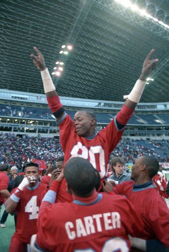 Derric Evans celebrates with his teammates after Carter won the 5A state championship at Texas Stadium in 1988.