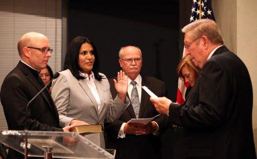 Ana Reyes juramentó como concejal de Farmers Branch en mayo de 2013. ARCHIVO DMN