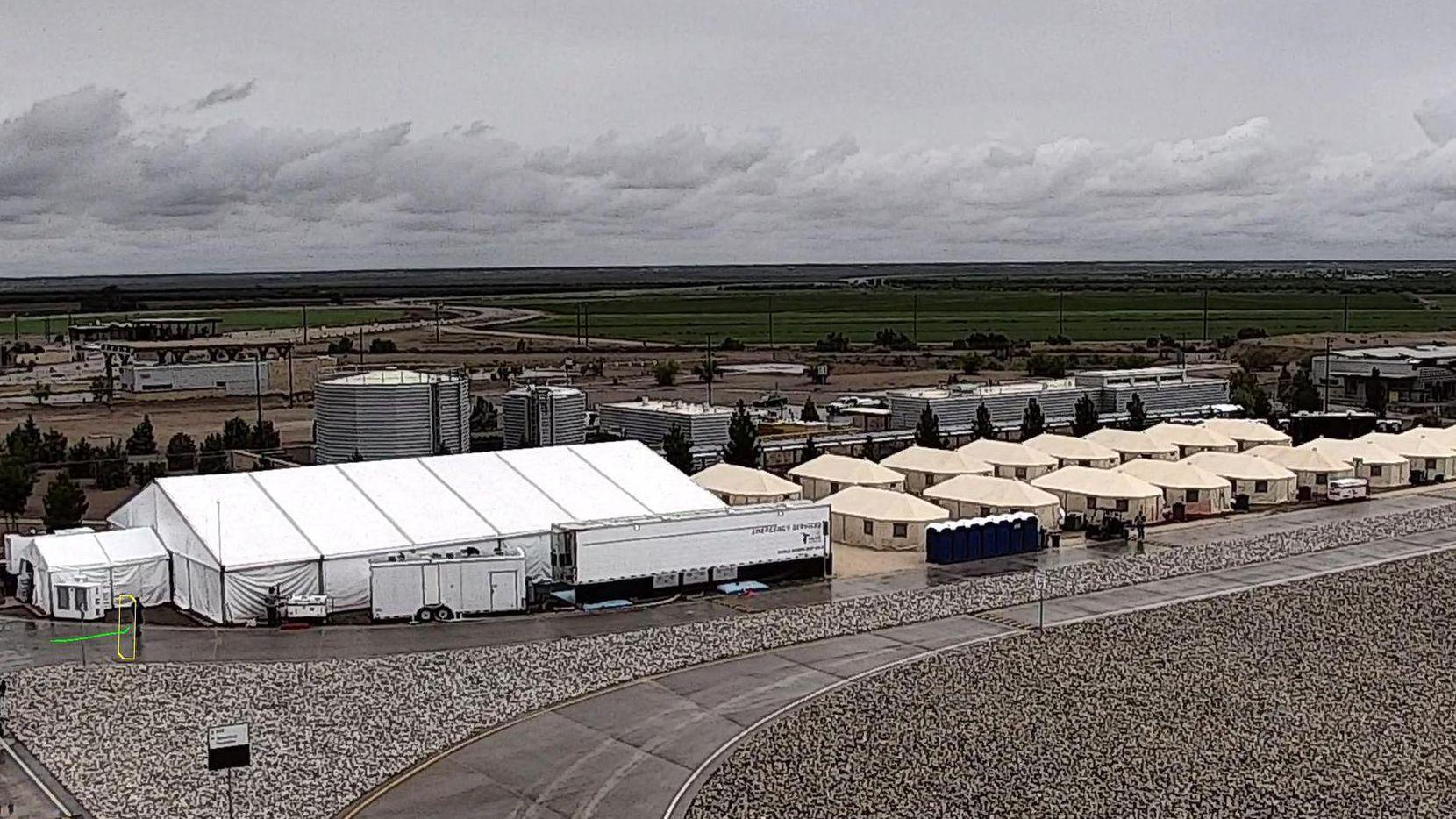 Campamento provisional en Tornillo, texas, en donde el Departamento de Salud y Servicios Humanos albergó por meses a menores inmigrantes.(AP)