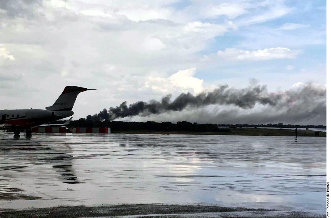 Un avión sufrió un accidente poco después de despegar del Aeropuerto Guadalupe Victoria en Durango./ AGENCIA REFORMA