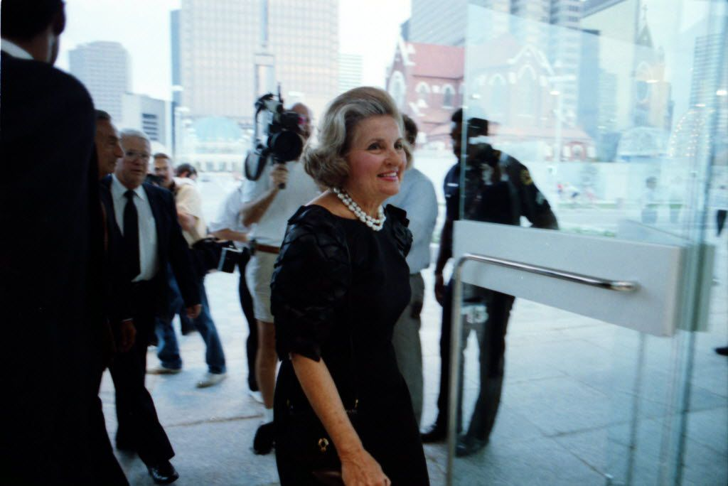 Former Dallas Mayor Annette Strauss arrives of the opening of the Morton H. Meyerson Symphony Center in 1989