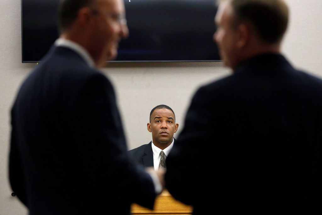 Texas Ranger David Armstrong waits to testify while defense attorney Robert Rogers (left) and lead prosecutor Jason Hermus (right) discuss evidence in the murder trial of Amber Guyger.