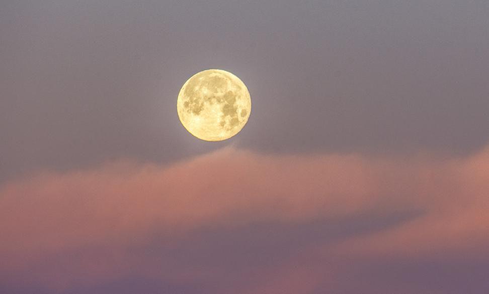 La luna llena sobre el cielo de Texas.(GETTY IMAGES)