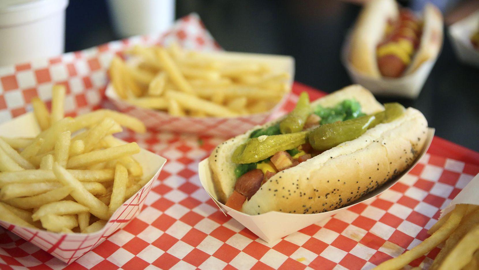 Un hot dog estilo Chicago de Wild About Harry's.(DMN)