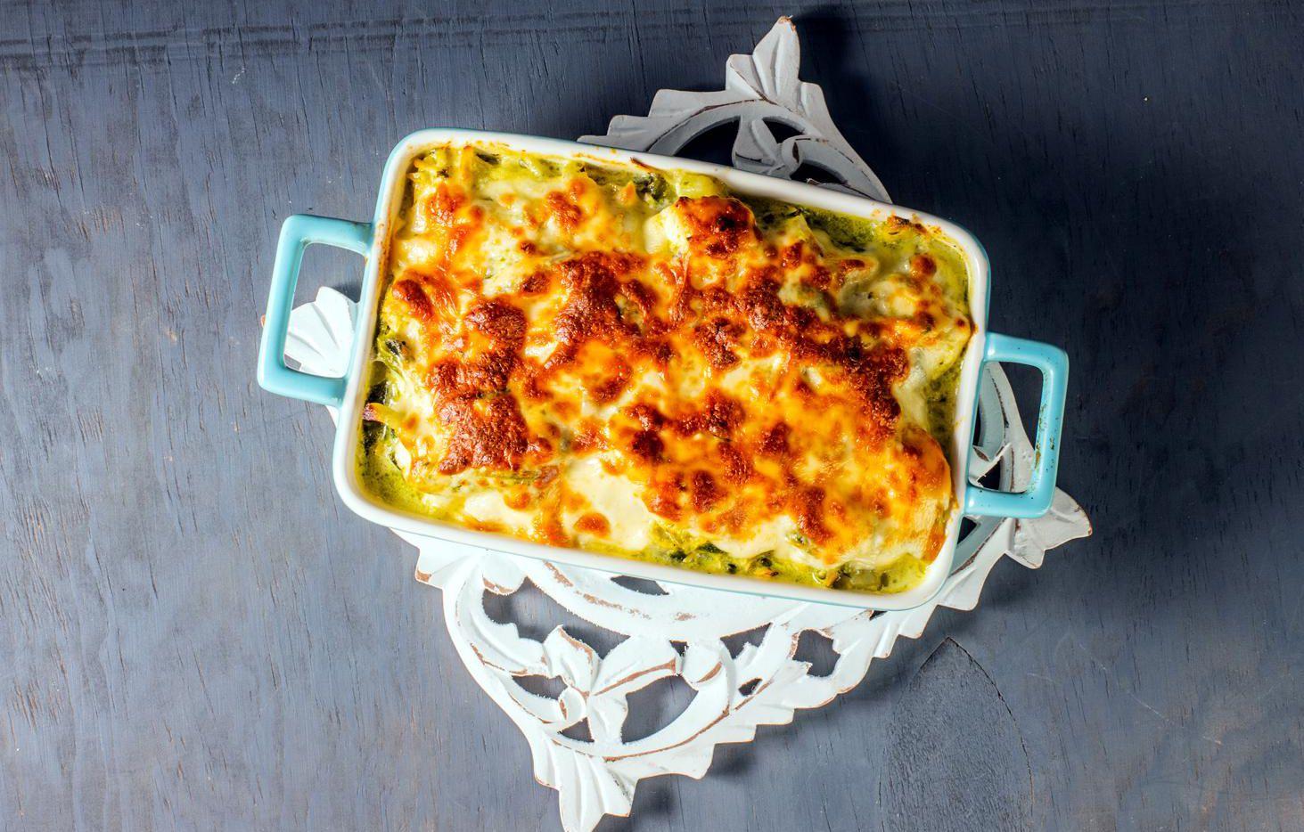 Presentación del pescado al horno con chile poblano y queso gratinado.(AGENCIA REFORMA)