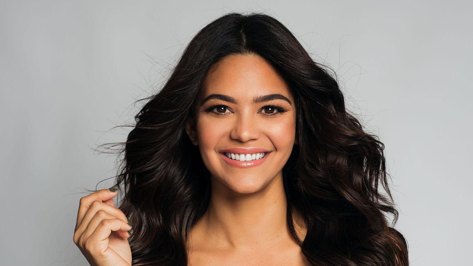 Alina Robert interpreta a una joven inmigrante que busca legalizar su estancia en Estados Unidos.(Yusnel Suarez/OMG Studios Miami)