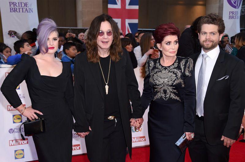 Ozzy y Sharon Osbourne se casaron el 4 de julio de 1982, el Día de la Independencia de Estados Unidos, para que él nunca olvidara la fecha, y tienen tres hijos: Aimee, Kelly y Jack, de 32, 31 y 30 años, respectivamente.
