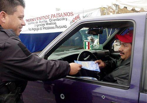 El Programa Paisano buscaba ayudar a que inmigrantes que volvían a México no sean objeto de extorsión. AP