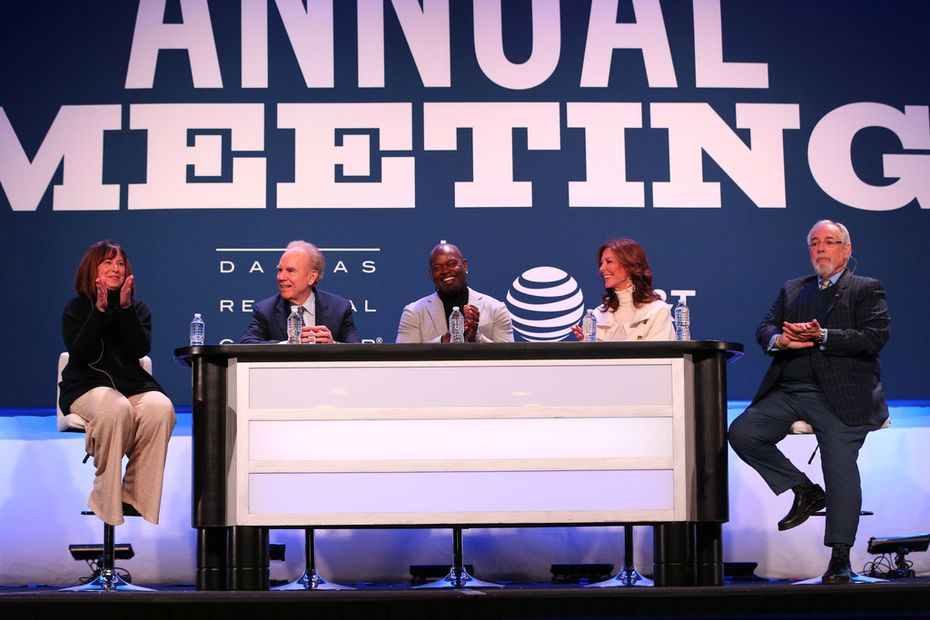 Panelists (from left) Tracy Merzi, publisher of the Dallas Business Journal, former Dallas Cowboys quarterback Roger Staubach, former Cowboys running back Emmitt Smith, Charlotte Jones Anderson, Cowboys executive vice president and chief brand officer, and Brad Sham, the voice of the Cowboys, applaud during a discussion at the Dallas Regional Chamber's annual luncheon at the Hilton Anatole in Dallas on Thursday, Jan. 18, 2018. (Rose Baca/The Dallas Morning News)