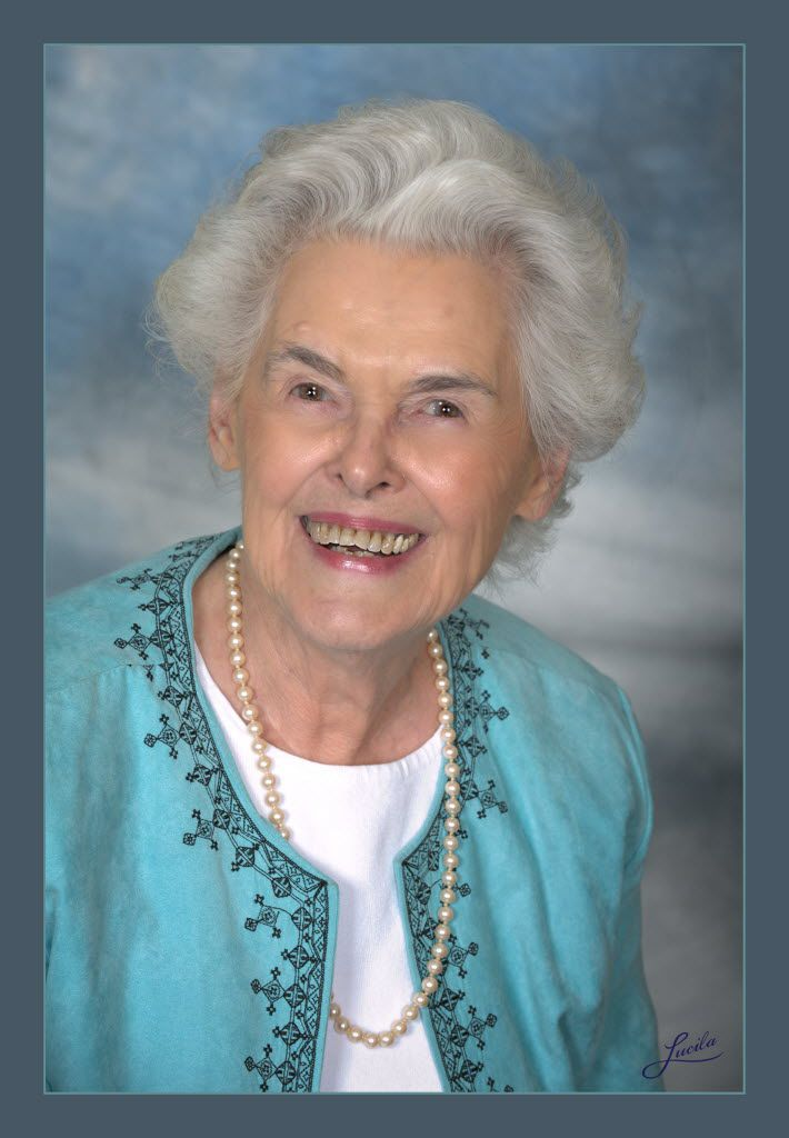 Dallas journalist, author and humanitarian Vivian Castleberry was honored as Juliette Fowler Communities  2014 Visionary Woman.