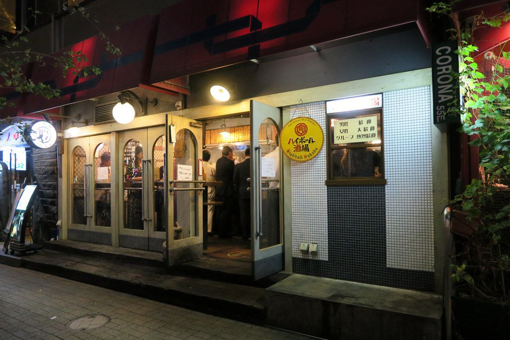 Marugin, a bustling, ultra-casual bar that draws crowds of salarymen late into the night, is where Suntory introduced the first highball machine in 2008.