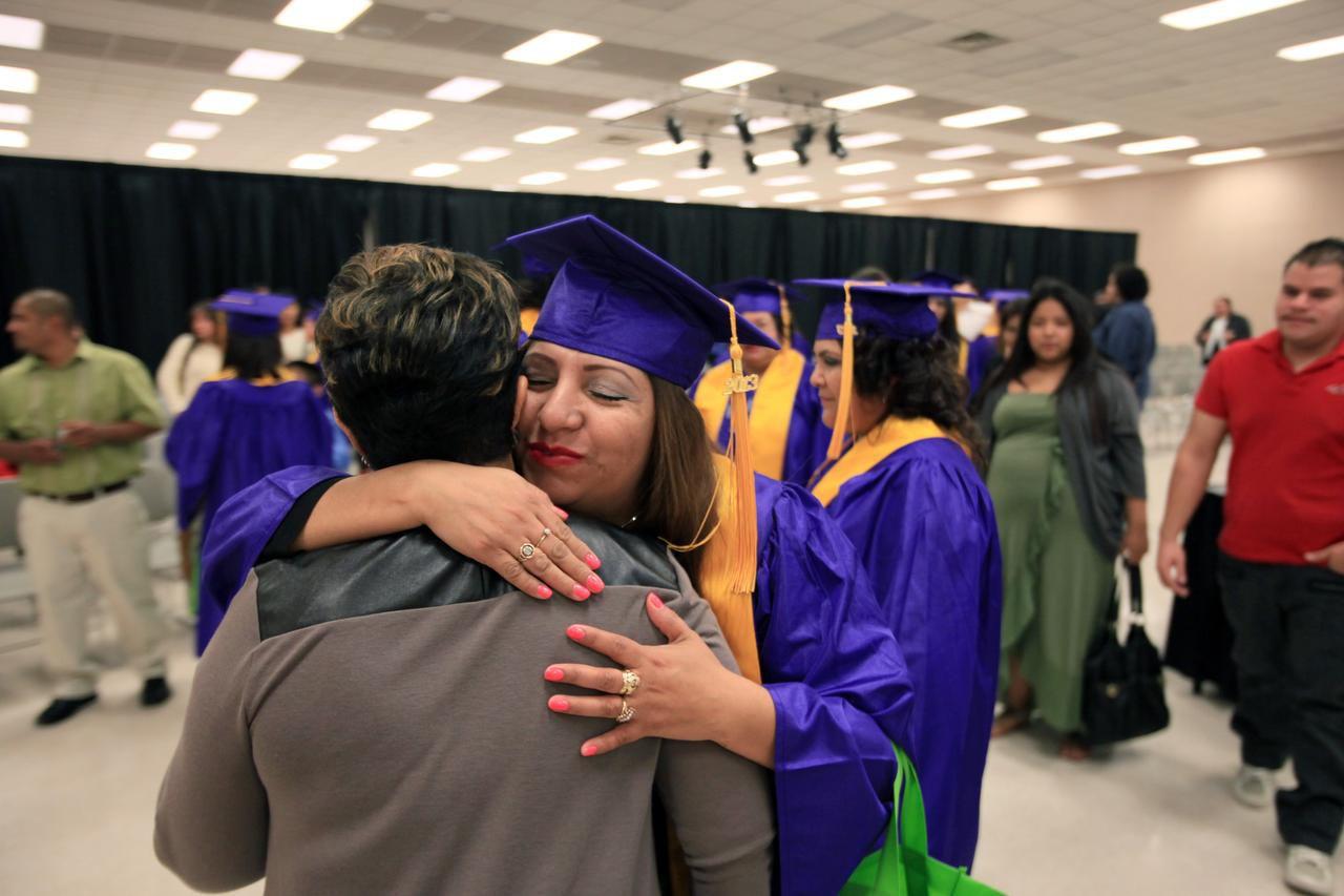 El programa académico de la Plaza Comunitaria Dallas Norte celebra su graduación en el 2014. (AL DÍA /KARINA RAMÍREZ)