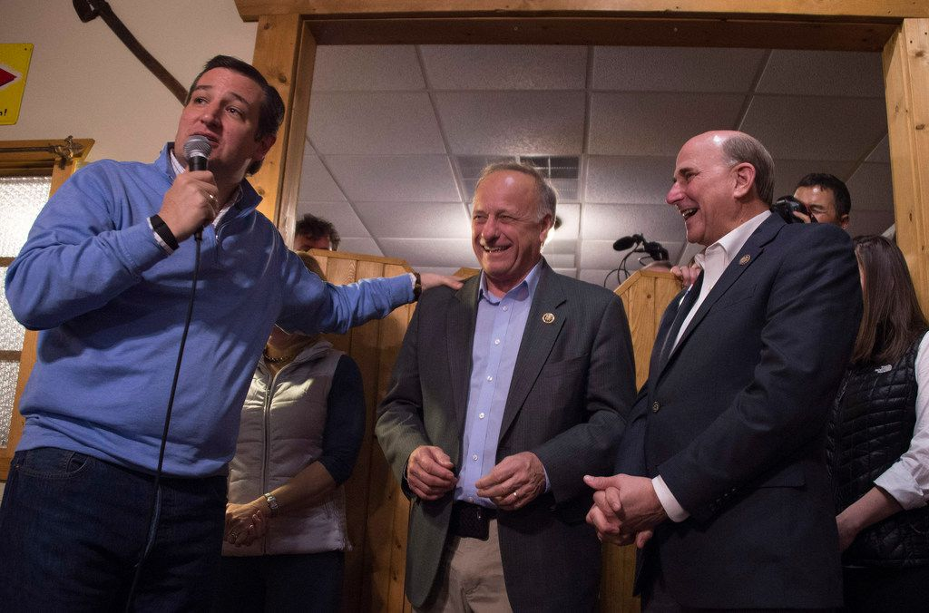 Republican Presidential Candidate Ted Cruz (L) shares a laugh with US Congressmen Steve King, R-Iowa (C) and Louie Gohmert (R), R-Texas, at the North Star Lounge during a campaign stop in Fenton, Iowa, January 29, 2016, ahead of the Iowa Caucus.