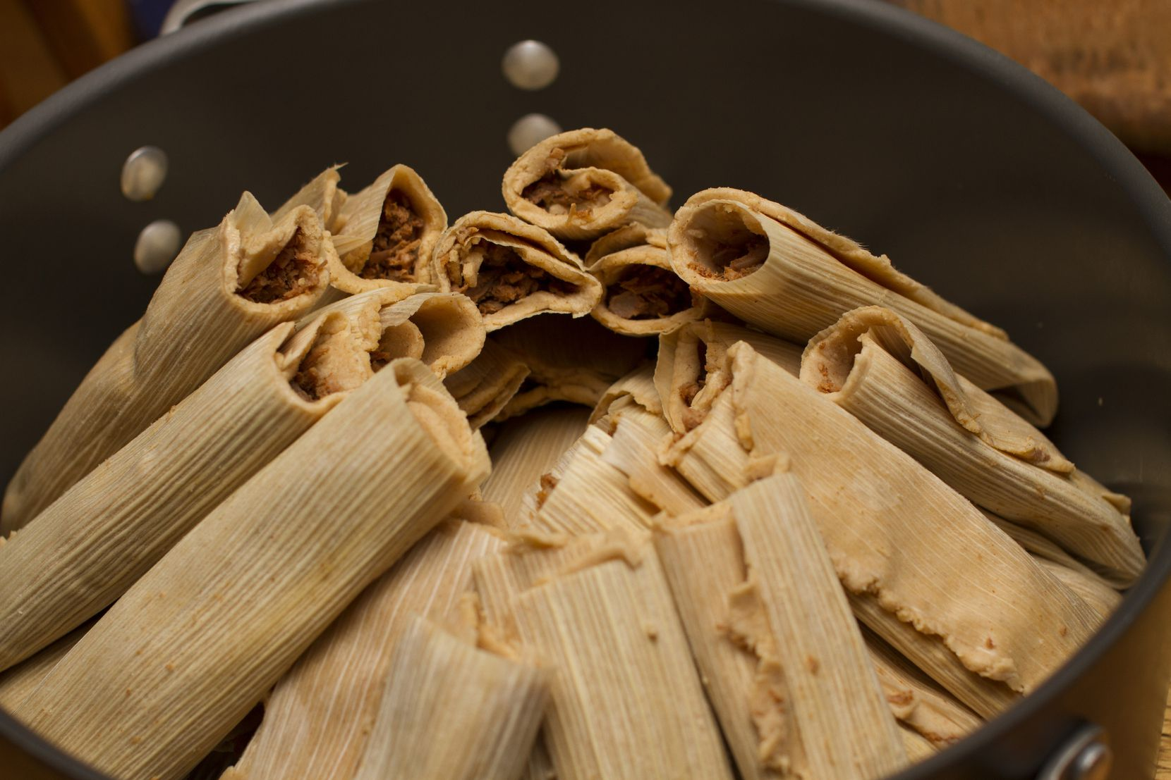 Olla para cocer tamales. GETTY IMAGES