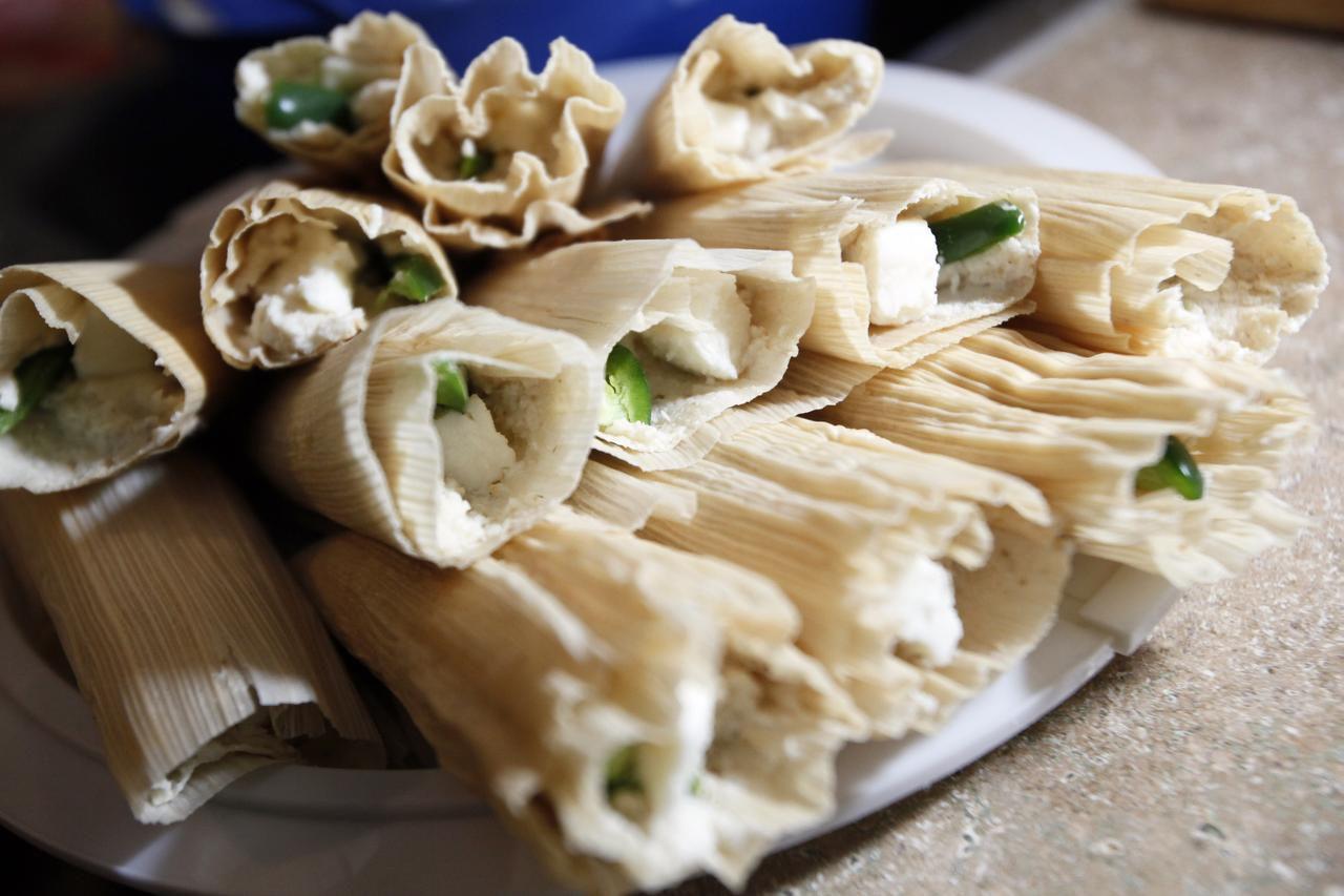 Te damos una receta para hacer tamales de rajas de jalapeño con queso fresco. (ESPECIAL PARA AL DIA/BEN TORRES)