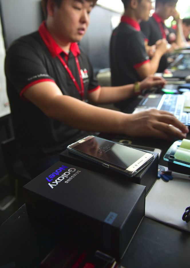 A South Korean employee provides replacement Samsung Galaxy Note 7 smartphones at a shop in Seoul.