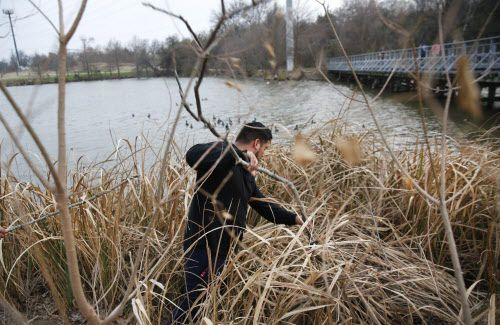 Miguel Arriga participó en la búsqueda de su prima Weltzin, el jueves por la tarde. RYAN MICHALESKO/DMN