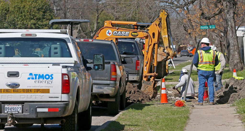 Construction crews work on gas lines on El Centro Drive in Dallas on Wednesday, March 7, 2018.