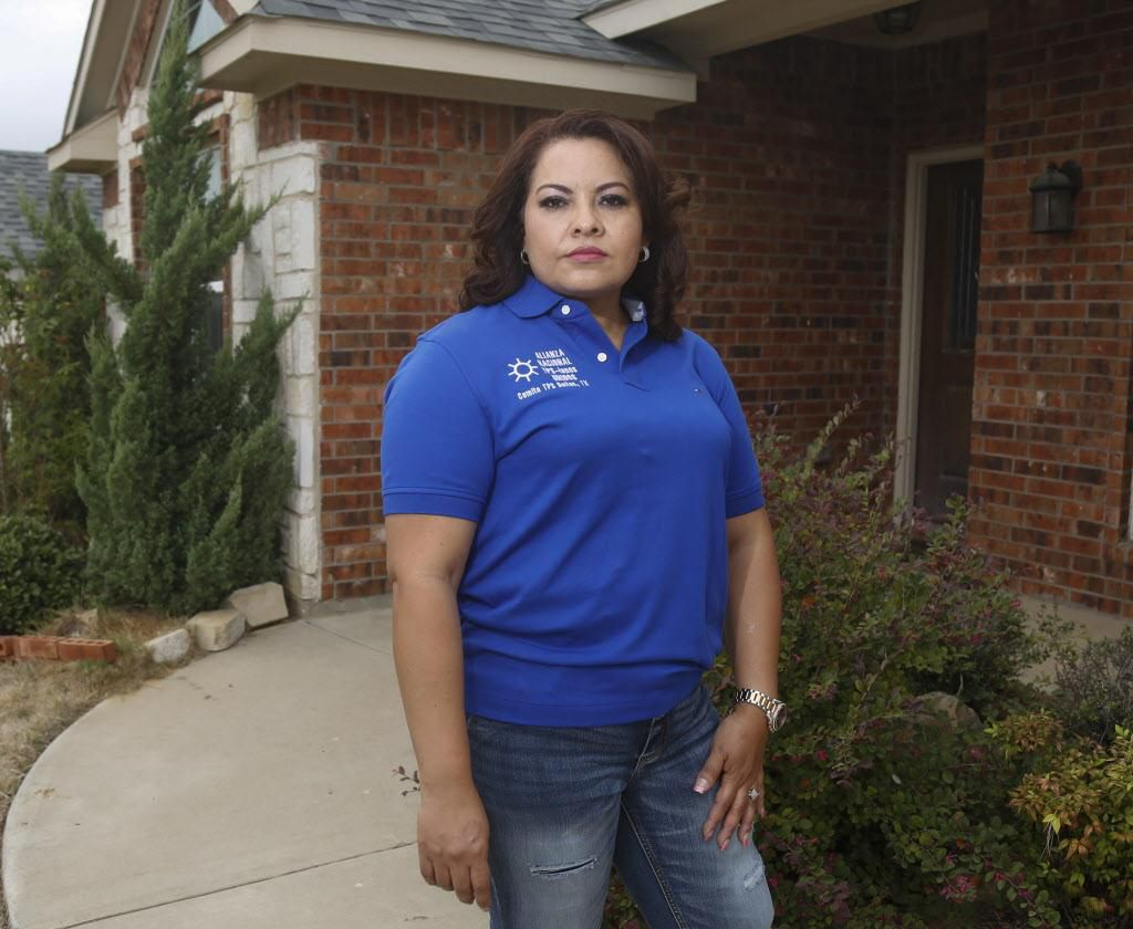 El futuro del TPS tiene en vilo a Reina Silva, de Irving, y otros benficiarios del programa que da amparo legal a miles de centroamericanos. (DMN/RON BASELICE)