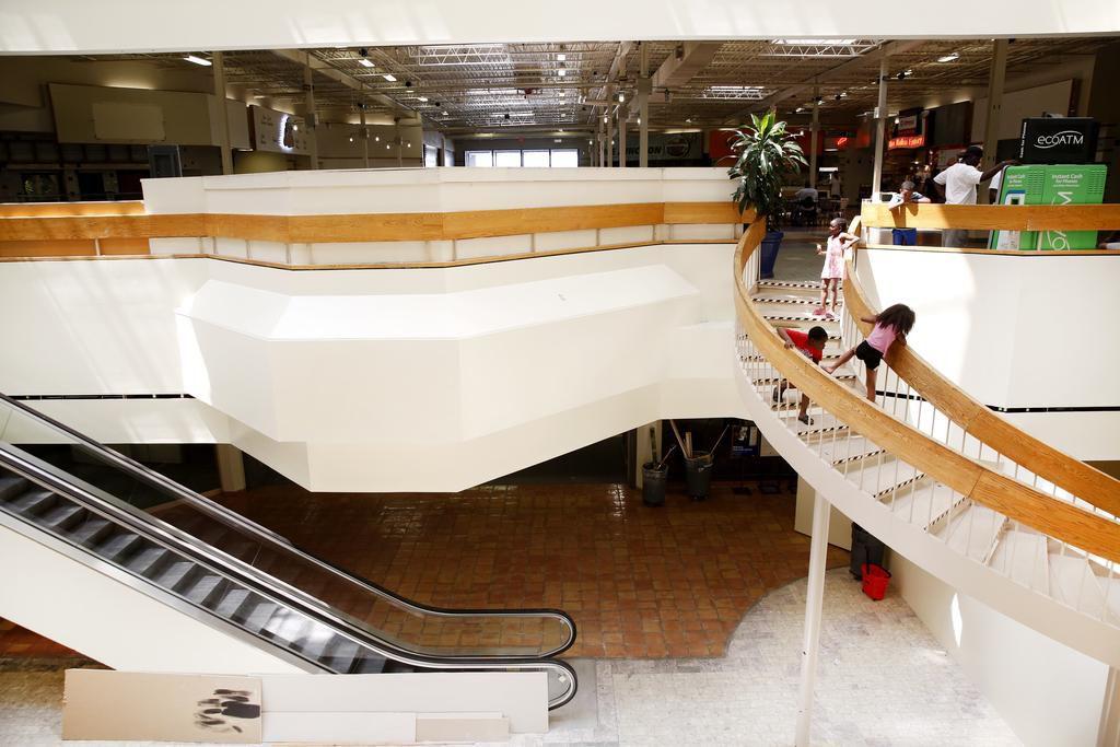 El Southwest Center Mall recibirá una inyección de inversión para el sector de Red Bird. ROSE BACA/DMN