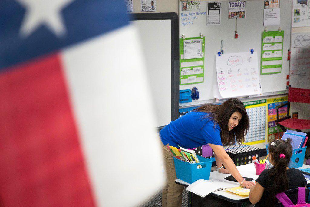 Una maestra enseña en un salón de Texas. (DMN/ARCHIVO)