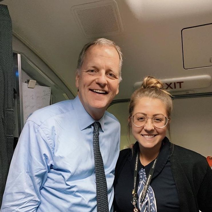 Flight attendant Maddie Peters posed for a photo with American Airlines CEO Doug Parker.