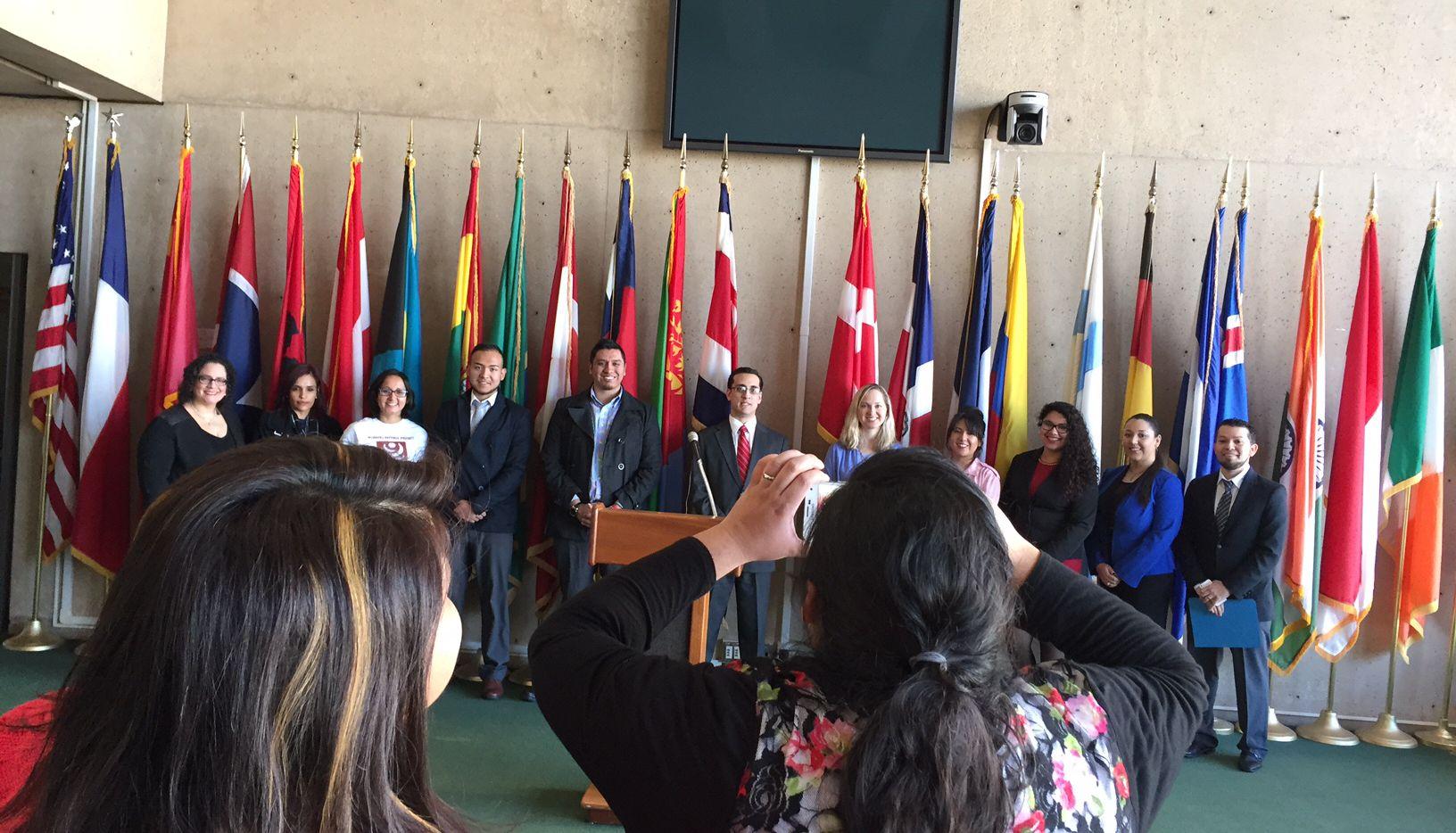 Coalición de organizaciones del metroplex organiza taller de ciudadanía este fin de semana en Dallas. (FOTO ANA AZPURUA/AL DÍA)
