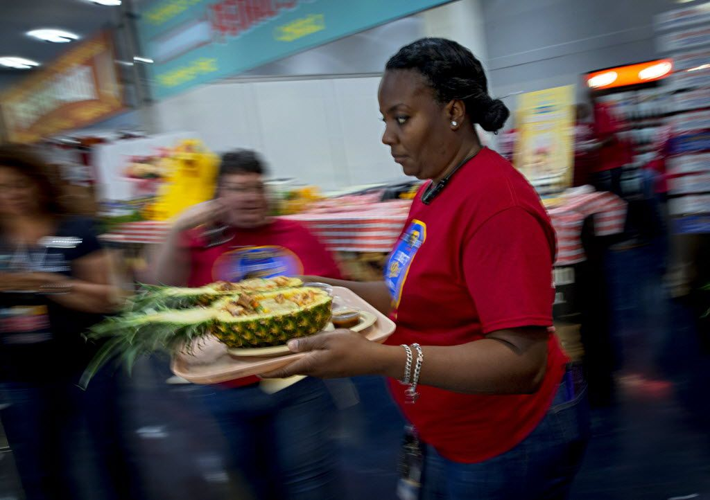 Felecia Mitchem carries Caribbean pineapple korn-a-copia to the judges' table during the 2016 Big Tex Choice Awards Sunday, August 28, 2016 at Fair Park in Dallas. The annual event, held ahead of the State Fair of Texas, recognizes the best fried foods entered into consideration for sale at the fair. (G.J. McCarthy/The Dallas Morning News)