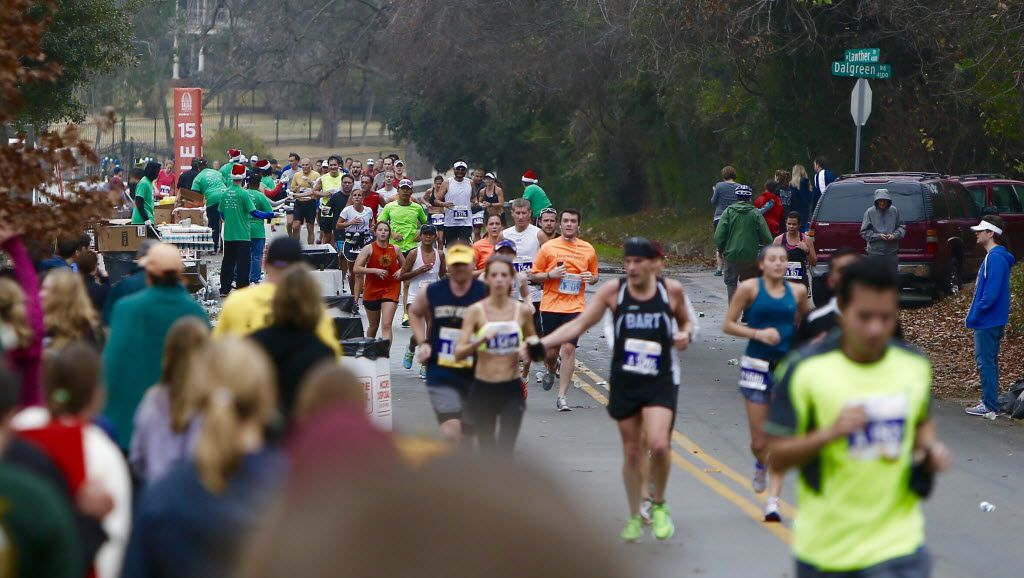 FILE - Runners pass the 15 mile marker heading north along the western banks of White Rock Lake before turning back south during the MetroPCS Dallas Marathon, December 14, 2014. (Brandon Wade)