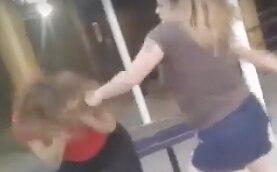 Una mujer golpeó a una niña en una preparatoria de Corpus Christi