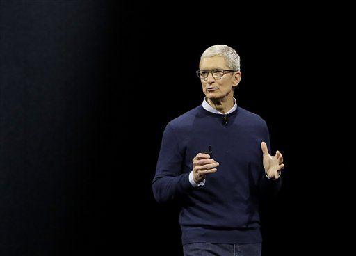 El director general de Apple Tim Cook en la conferencia donde anunció las novedades de la empresa en San José, California el 5 de junio del 2017. (AP Photo/Marcio Jose Sanchez)