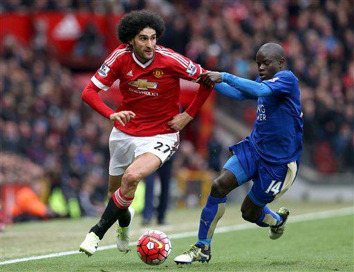 Marouane Fellaini y el Manchester United empataron a un gol con N'Golo Kante y el Leicester City el domingo en Manchester. Foto AP